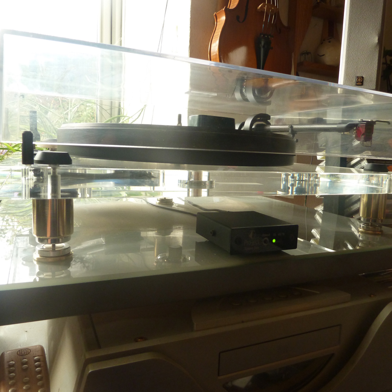 The Solidair Audio Pro-ject turntable high performance isolation, to provide a significant sound improvement for these popular turntables